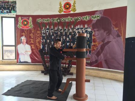 Võ sư Chu Mạnh Tùng tập luyện cùng đệ tử