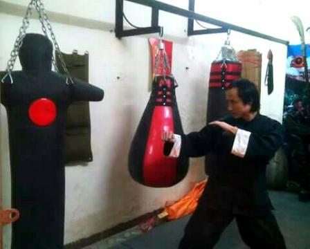Võ sư Bùi Trọng Quốc Quân luyện công tại chùa Thiếu Lâm - Trung Quốc