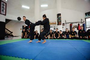 Võ sư Chu Mạnh Tùng hướng dẫn đòn nhử trong Triệt Quyền Đạo VN